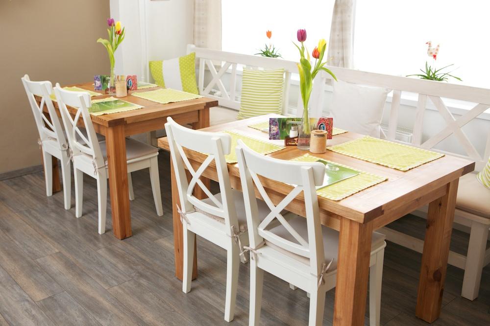 Interiér na jar - stôl