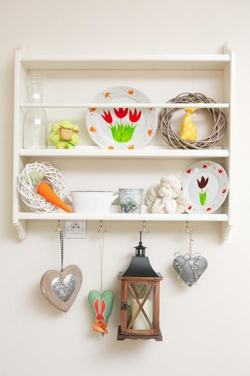 Interiér na jar - polička s dekoráciami