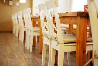 Jedálenské stoly a stoličky - detail