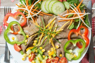 Palacinka plnená syrovo - smotanovou omáčkou s bylinkami a kuracím mäsom