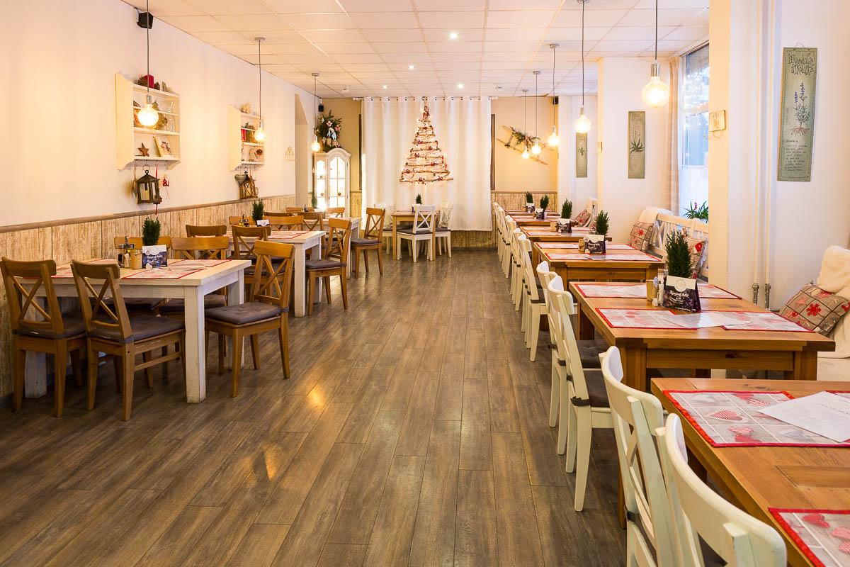 Interiér reštaurácie - pohľad spredu