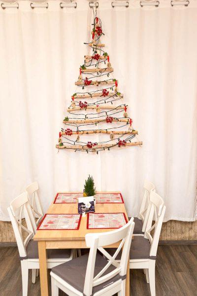 Vianočná dekorácia na stene