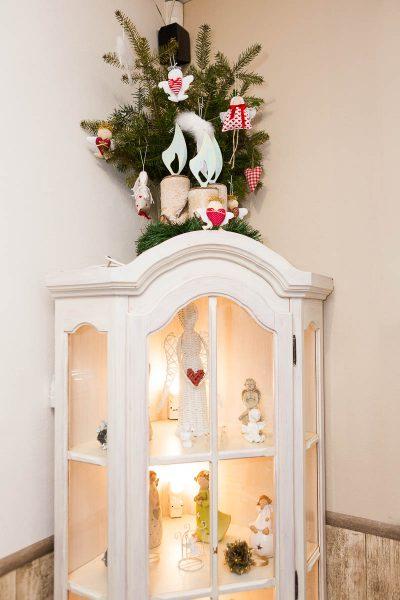 Skrinka s dekoráciami